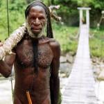 Quelle: http://de.wikipedia.org/wiki/Penisfutteral#mediaviewer/File:Yali_man_Baliem_Valley_Papua.jpg